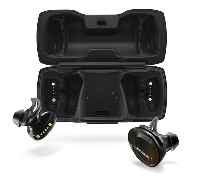 czarne słuchawki Bose SoundSport z etui ładującym